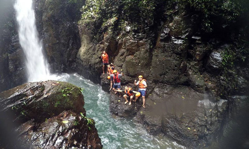 wisata alam puncak dan adventure di curug naga